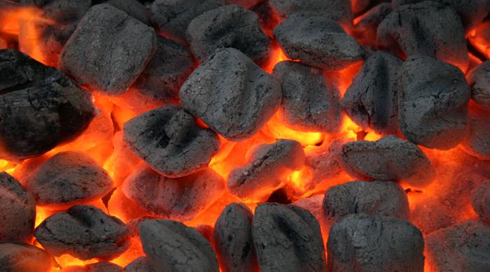 Как правильно разжечь угли в мангале?